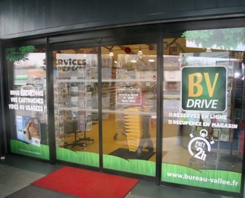 décoration vitrine adhésive Bureau Vallée